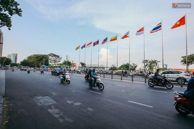 Sài Gòn bình yên lạ thường, đường phố vắng bóng phương tiện trong những ngày nghỉ lễ 30/4 - 1/5 - Ảnh 4.