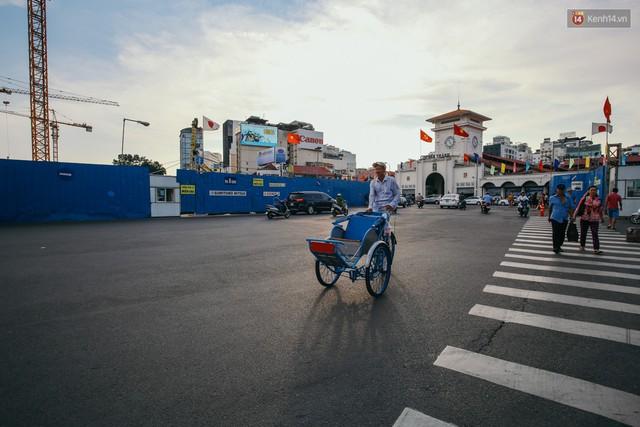 Sài Gòn bình yên lạ thường, đường phố vắng bóng phương tiện trong những ngày nghỉ lễ 30/4 - 1/5 - Ảnh 5.