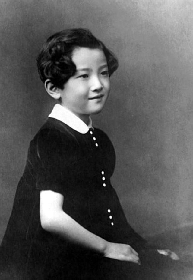 Hoàng hậu Michiko: Nữ nhân xuất thân thường dân vĩ đại nhất cung điện Nhật, tài sắc vẹn toàn khiến nhà vua say đắm suốt hơn 60 năm - Ảnh 5.