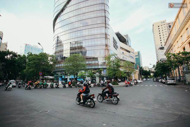 Sài Gòn bình yên lạ thường, đường phố vắng bóng phương tiện trong những ngày nghỉ lễ 30/4 - 1/5 - Ảnh 6.