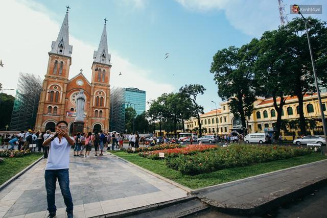 Sài Gòn bình yên lạ thường, đường phố vắng bóng phương tiện trong những ngày nghỉ lễ 30/4 - 1/5 - Ảnh 8.