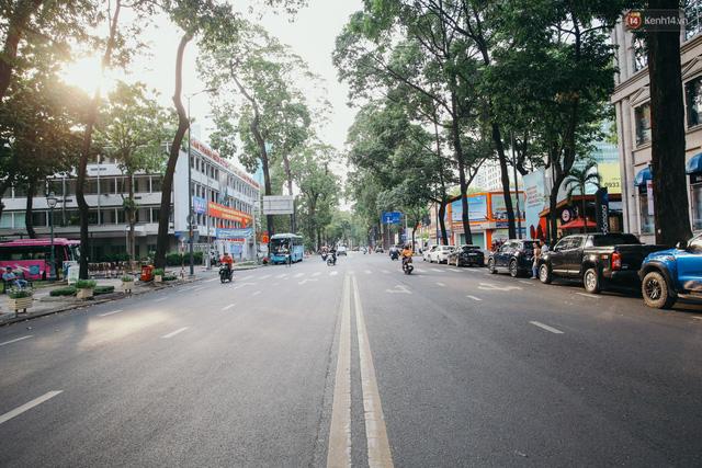 Sài Gòn bình yên lạ thường, đường phố vắng bóng phương tiện trong những ngày nghỉ lễ 30/4 - 1/5 - Ảnh 9.