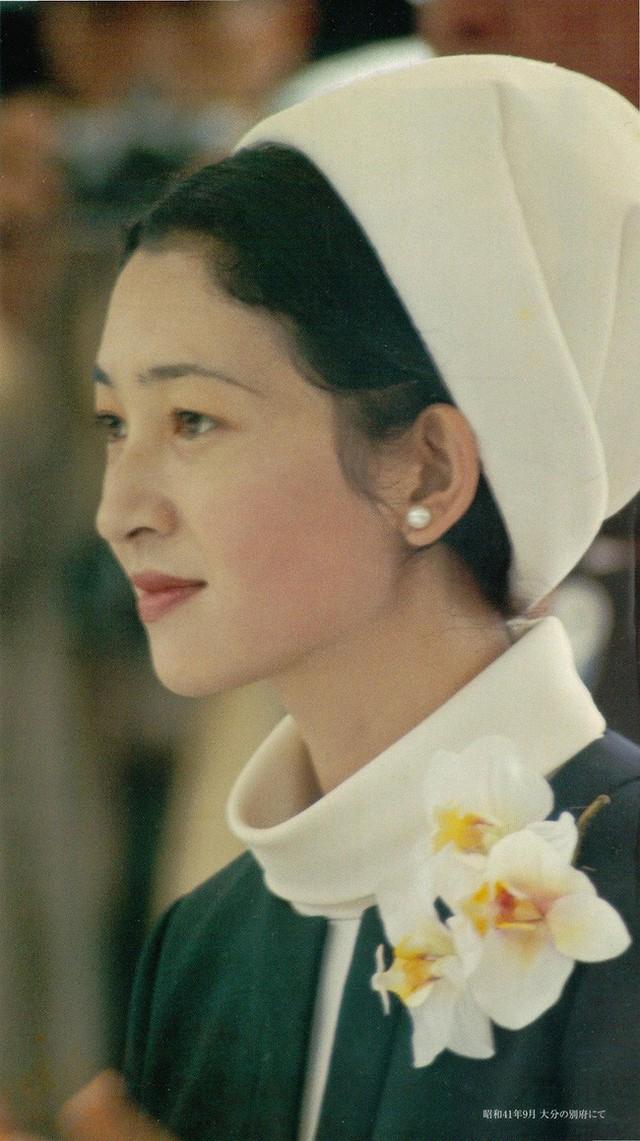 Hoàng hậu Michiko: Nữ nhân xuất thân thường dân vĩ đại nhất cung điện Nhật, tài sắc vẹn toàn khiến nhà vua say đắm suốt hơn 60 năm - Ảnh 9.