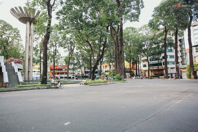 Sài Gòn bình yên lạ thường, đường phố vắng bóng phương tiện trong những ngày nghỉ lễ 30/4 - 1/5 - Ảnh 10.