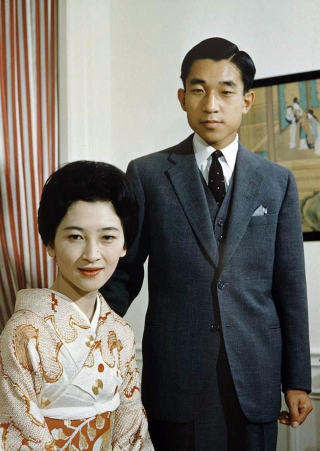 Hoàng hậu Michiko: Nữ nhân xuất thân thường dân vĩ đại nhất cung điện Nhật, tài sắc vẹn toàn khiến nhà vua say đắm suốt hơn 60 năm - Ảnh 10.