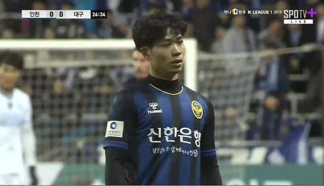 Lần đầu đá chính, Công Phượng thành ngôi sao cô đơn ngày Incheon United sụp đổ bạc nhược - Ảnh 1.