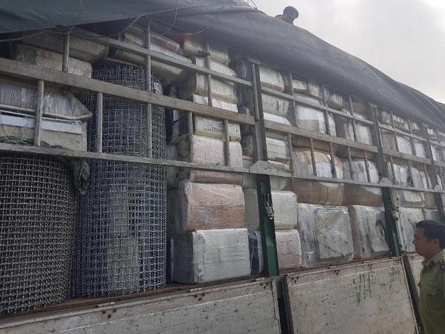 Thu giữ hàng trăm máy hút ẩm, máy giặt nhập lậu trái phép  - Ảnh 2.