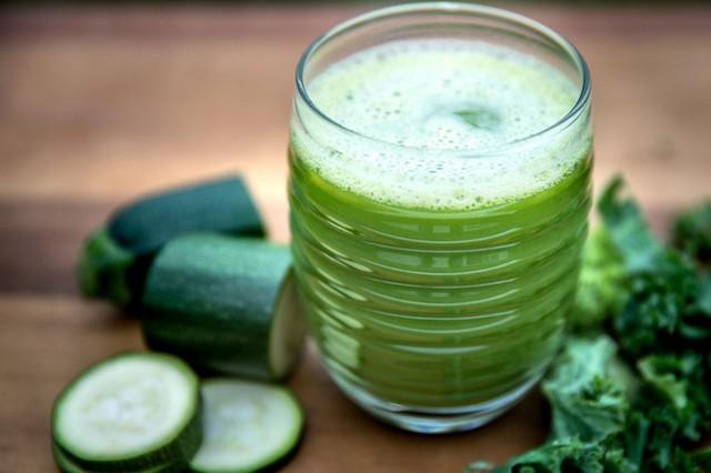 Thanh lọc cơ thể bằng cách chỉ uống nước ép trái cây và nước trong 3 tuần, người phụ nữ nhận cái kết đắng - Ảnh 1.