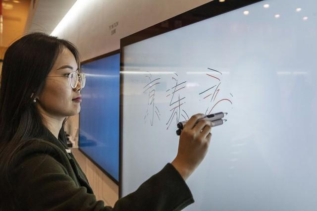 BOE Technology - từ nhà máy hấp hối đến biểu tượng công nghệ của Trung Quốc - Ảnh 3.