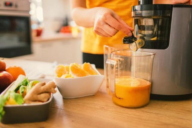 Thanh lọc cơ thể bằng cách chỉ uống nước ép trái cây và nước trong 3 tuần, người phụ nữ nhận cái kết đắng - Ảnh 3.