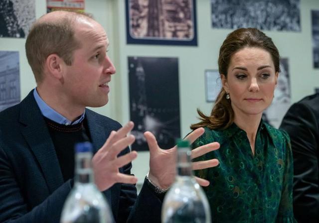 Hé lộ lý do khiến Hoàng tử William say nắng bạn thân của vợ và phản ứng của người cha 3 con trước nghi án ngoại tình - Ảnh 2.