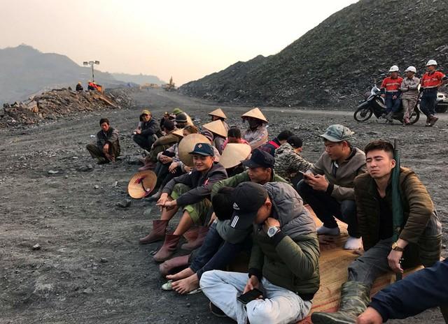 """Chủ mỏ và nhà thầu """"dàn trận"""", mỏ than Uông Thượng tê liệt - Ảnh 1."""