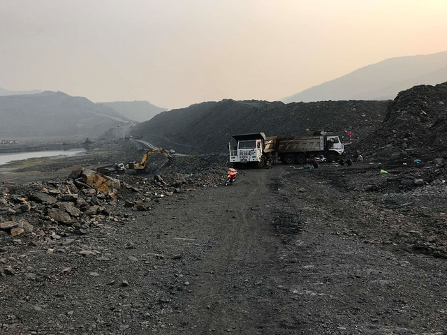 """Chủ mỏ và nhà thầu """"dàn trận"""", mỏ than Uông Thượng tê liệt - Ảnh 2."""