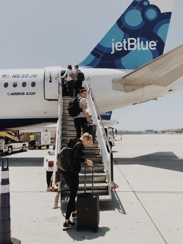 Gục ngã khi nghe về hành trình máy bay tồi tệ nhất thế giới: Đi 12 chuyến bay mới đến được nơi! - Ảnh 2.