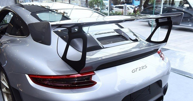 Cận cảnh xe sang Porsche 20 tỉ mới tậu của đại gia Đặng Lê Nguyên Vũ - Ảnh 1.