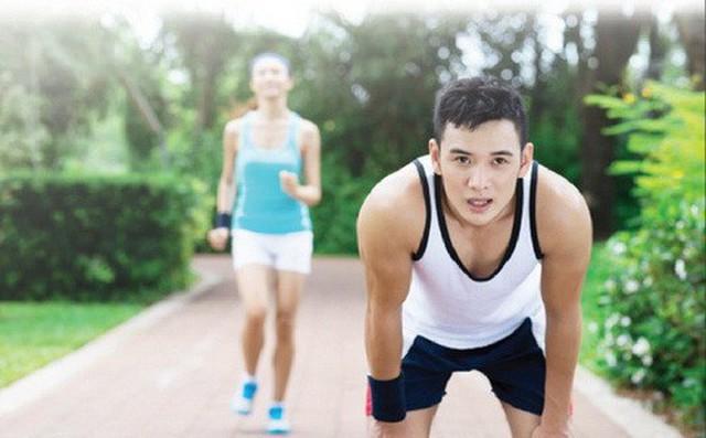 4 thói quen gây tổn hại sức khỏe trong những ngày nghỉ lễ: Lấy cớ ngày nghỉ để buông thả bản thân, bạn sẽ phải hối hận - Ảnh 2.