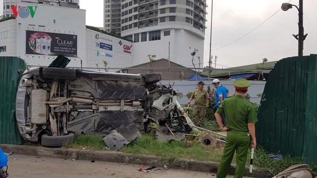 Hiện trường vụ nữ tài xế Mercedes tông liên hoàn, 3 người nhập viện - Ảnh 2.