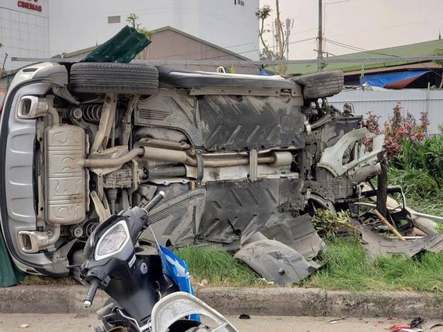 Danh tính nữ tài xế lái xe Mercedes vượt đèn đỏ đâm hàng loạt xe máy khiến nhiều người bị thương ở Hà Nội - Ảnh 1.