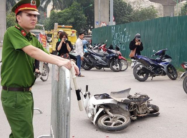 Danh tính nữ tài xế lái xe Mercedes vượt đèn đỏ đâm hàng loạt xe máy khiến nhiều người bị thương ở Hà Nội - Ảnh 2.