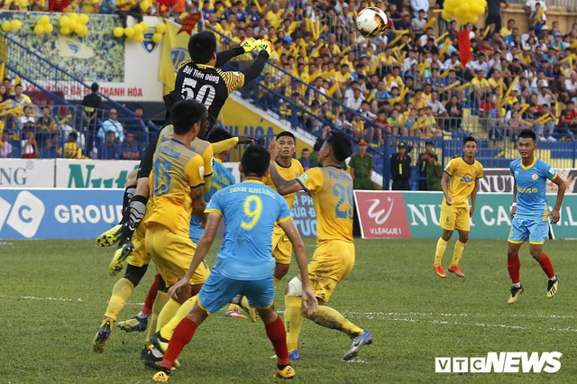 Từ mức giá của Quang Hải đến nỗi trăn trở của V-League - Ảnh 2.