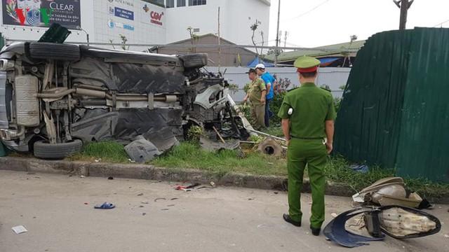 Hiện trường vụ nữ tài xế Mercedes tông liên hoàn, 3 người nhập viện - Ảnh 10.