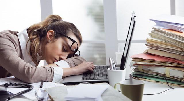 Chịu đựng công việc bạn chán ghét cũng như đang tự đầu độc sức khỏe của chính mình: Hậu quả khôn lường khi hàng ngày bạn vẫn đi làm nhưng tâm trí lại chỉ muốn nghỉ việc - Ảnh 2.