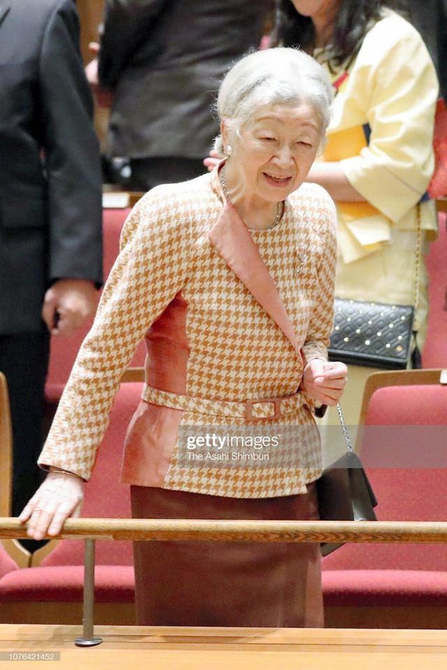 Gần 90 tuổi, cựu Hoàng hậu Nhật Bản vẫn khiến cả thế giới ngưỡng mộ trước gu thời trang nhã nhặn in đậm cốt cách tiểu thư - Ảnh 2.