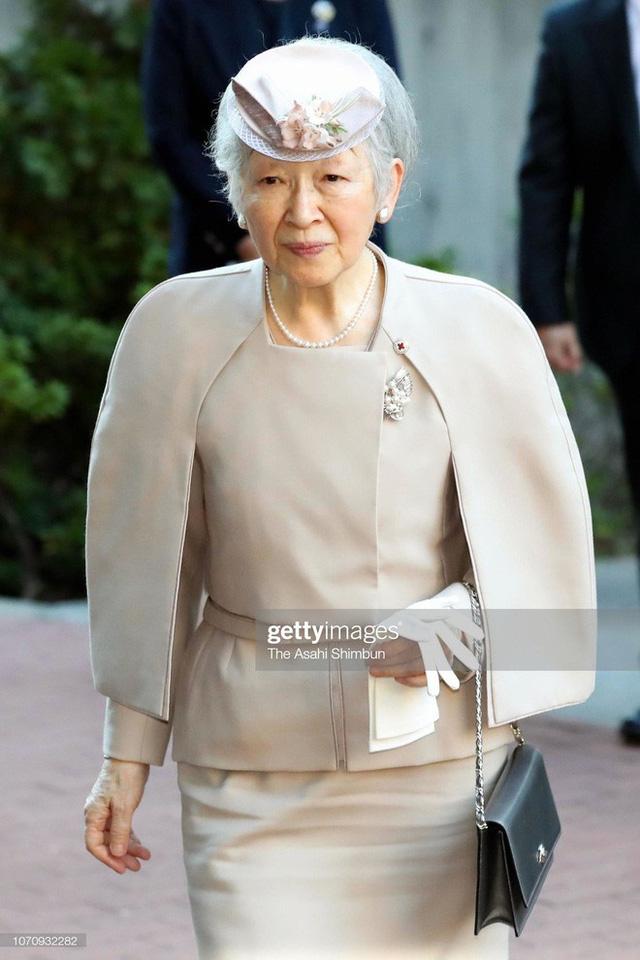 Gần 90 tuổi, cựu Hoàng hậu Nhật Bản vẫn khiến cả thế giới ngưỡng mộ trước gu thời trang nhã nhặn in đậm cốt cách tiểu thư - Ảnh 1.