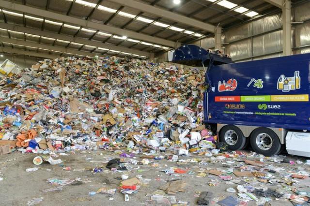 Khủng hoảng tái chế toàn cầu từ lệnh cấm rác thải nhựa của Trung Quốc - Ảnh 1.