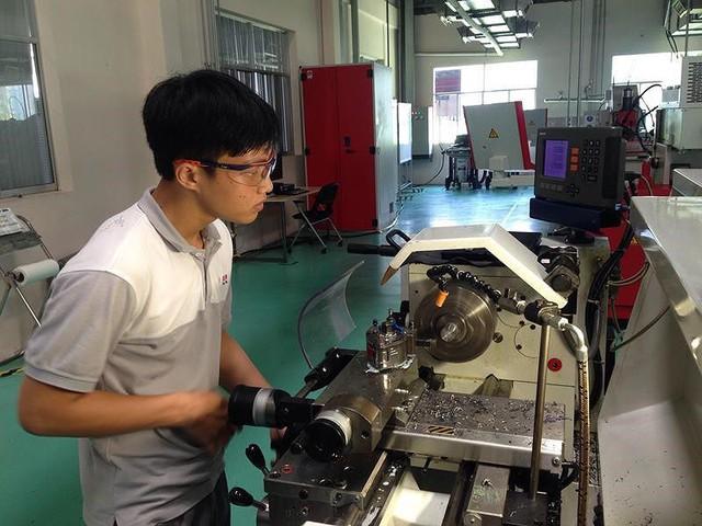 Việt Nam cần nhiều lao động kỹ năng để thoát bẫy thu nhập thấp - Ảnh 1.
