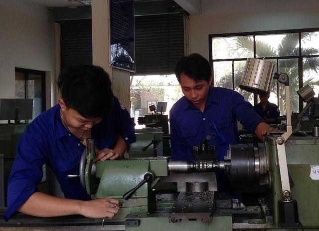 Việt Nam cần nhiều lao động kỹ năng để thoát bẫy thu nhập thấp - Ảnh 2.