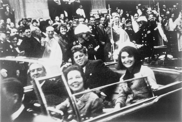 Đã hơn 50 năm, bức ảnh con trai Tổng thống Mỹ giơ tay chào quan tài bố ngay trong ngày sinh nhật vẫn luôn khiến người ta xót xa - Ảnh 1.