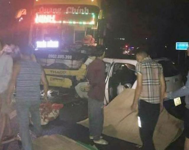 Quảng Ninh: Xe khách va chạm kinh hoàng với taxi, 3 người chết, 2 người bị thương nặng - Ảnh 1.