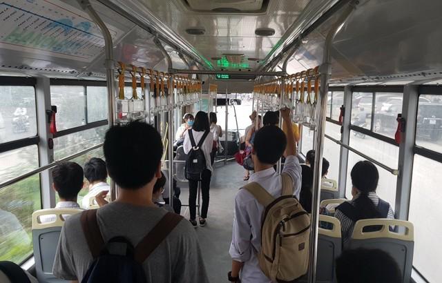 Sau 2 năm vận hành xe buýt nhanh BRT Hà Nội: Giá quá đắt cho một thử nghiệm thất bại - Ảnh 1.