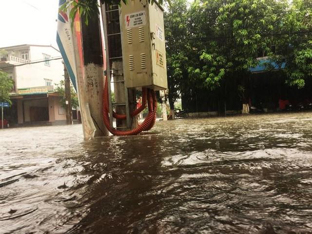 Mưa lớn trong đêm, đường TP Hà Tĩnh biến thành sông  - Ảnh 14.
