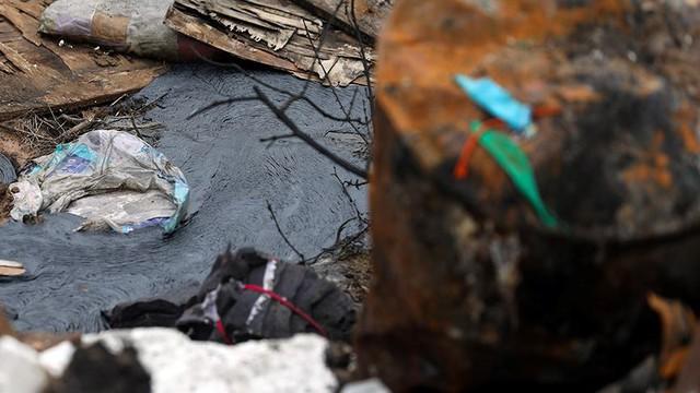 Rác thùng phuy nghi chất thải công nghiệp đổ bậy bên Đại lộ Thăng Long - Ảnh 4.