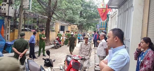 CLIP: Nữ tài xế lùi xe Camry tông chết người đi xe máy ở Hà Nội - Ảnh 7.