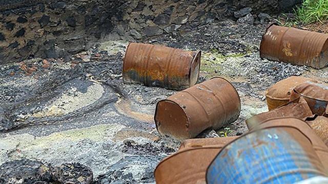 Rác thùng phuy nghi chất thải công nghiệp đổ bậy bên Đại lộ Thăng Long - Ảnh 6.