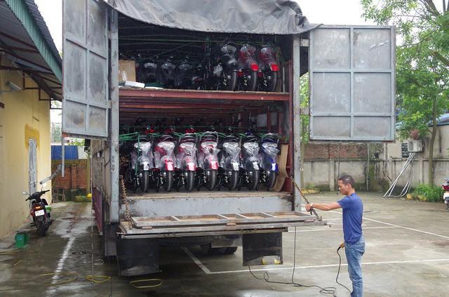 Bắt giữ xe ô tô vận chuyển hơn 4 tấn mỹ phẩm và 58 xe đạp điện không có nguồn gốc xuất xứ - Ảnh 1.