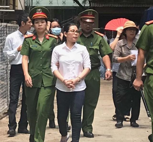 Nữ nhân viên kiểm soát DongA Bank lãnh án 16 năm tù  - Ảnh 1.