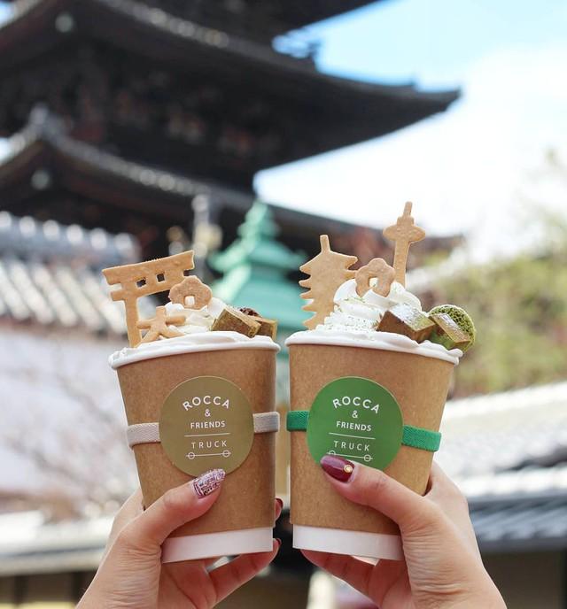 Thành phố của Nhật Bản yêu cầu khách du lịch không được ăn khi đi bộ, nguyên nhân khiến ai cũng bất ngờ - Ảnh 1.