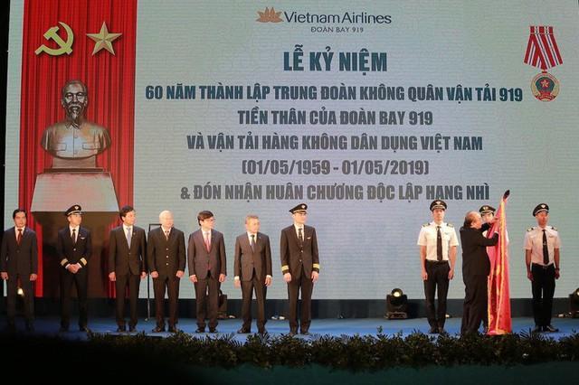 Thủ tướng mừng khi Việt Nam không còn phụ thuộc lực lượng phi công nước ngoài  - Ảnh 1.