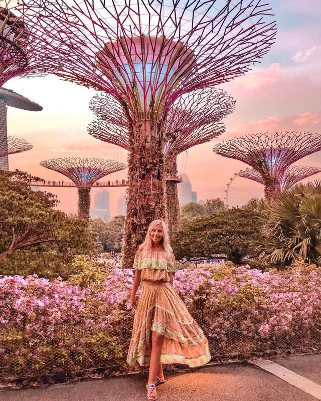 """Sau Jewel Changi, Singapore lại có thêm """"kỳ quan"""" vườn hoa treo khổng lồ khiến dân tình phải ngước lên """"mỏi cả cổ"""" để ngắm nhìn - Ảnh 1."""