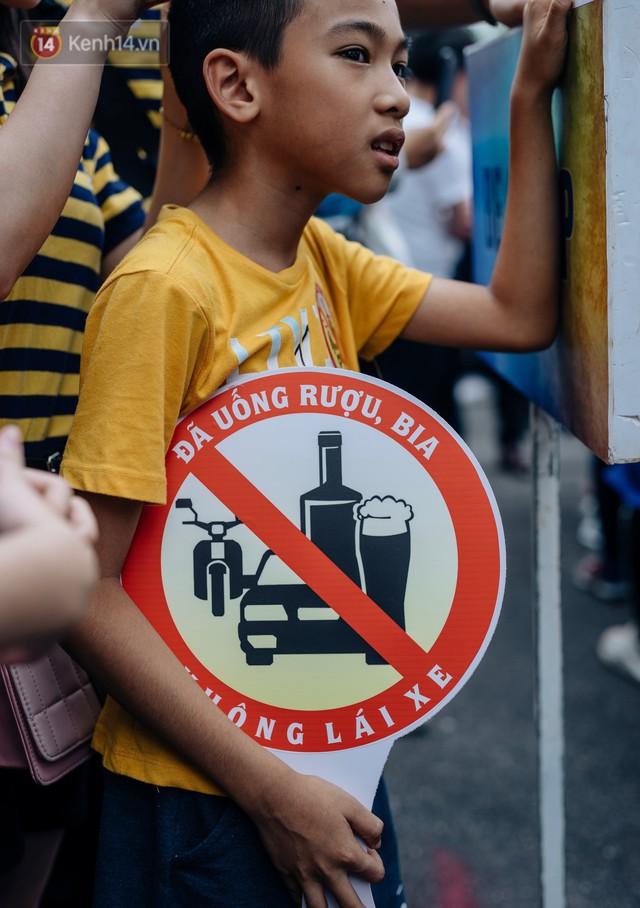 Chùm ảnh: 8.000 người mang logo Đã uống rượu bia - Không lái xe cùng tuần hành trên phố đi bộ Hồ Gươm - Ảnh 6.