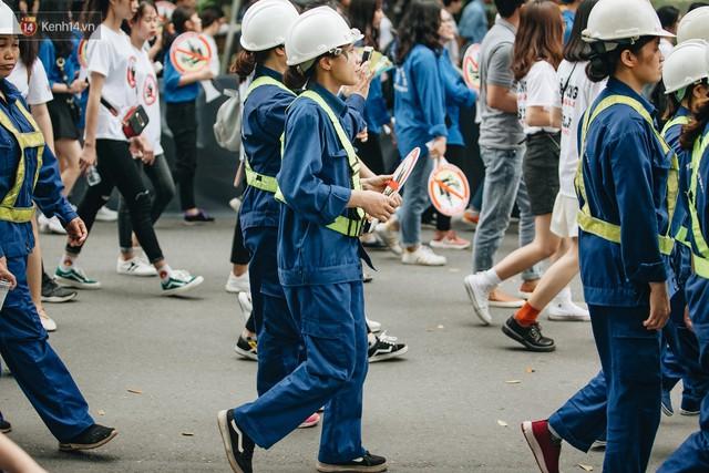 Chùm ảnh: 8.000 người mang logo Đã uống rượu bia - Không lái xe cùng tuần hành trên phố đi bộ Hồ Gươm - Ảnh 12.