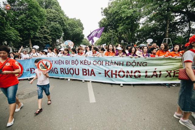 Chùm ảnh: 8.000 người mang logo Đã uống rượu bia - Không lái xe cùng tuần hành trên phố đi bộ Hồ Gươm - Ảnh 20.