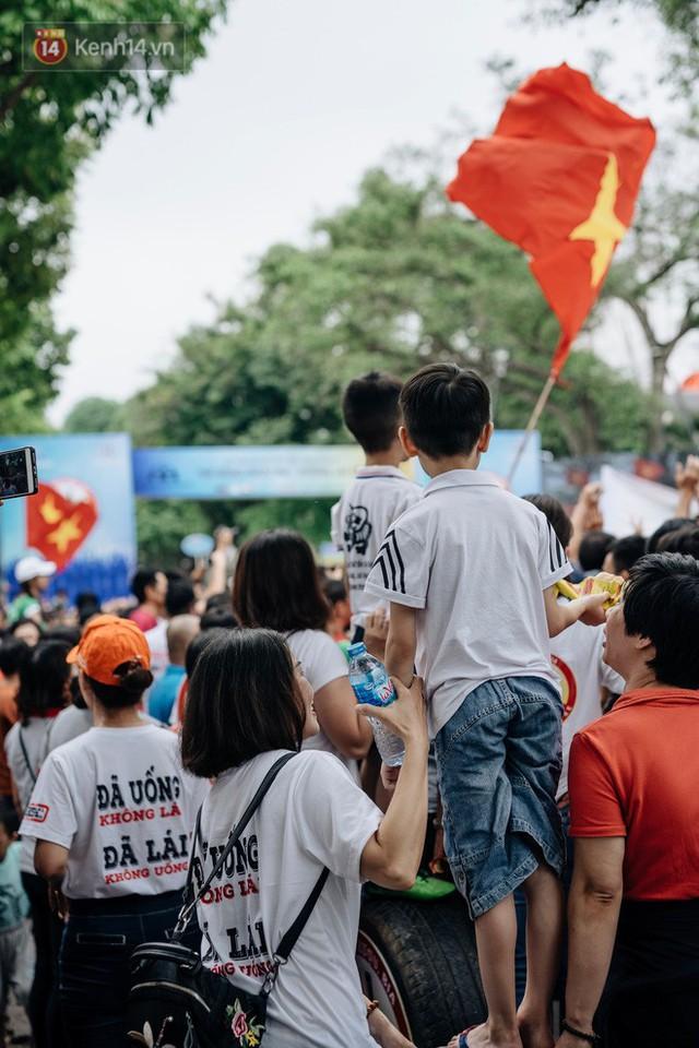 Chùm ảnh: 8.000 người mang logo Đã uống rượu bia - Không lái xe cùng tuần hành trên phố đi bộ Hồ Gươm - Ảnh 29.
