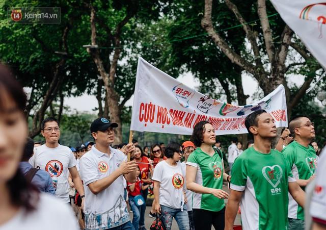 Chùm ảnh: 8.000 người mang logo Đã uống rượu bia - Không lái xe cùng tuần hành trên phố đi bộ Hồ Gươm - Ảnh 8.