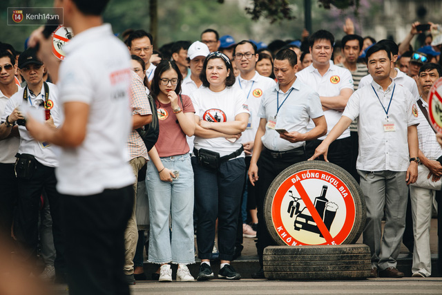 Chùm ảnh: 8.000 người mang logo Đã uống rượu bia - Không lái xe cùng tuần hành trên phố đi bộ Hồ Gươm - Ảnh 14.