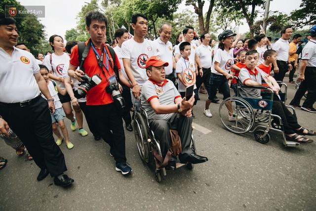 Chùm ảnh: 8.000 người mang logo Đã uống rượu bia - Không lái xe cùng tuần hành trên phố đi bộ Hồ Gươm - Ảnh 16.
